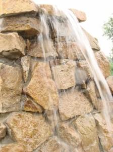вода-спадає-з-висоти-170-см