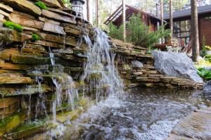 каскадний водопад-стіна
